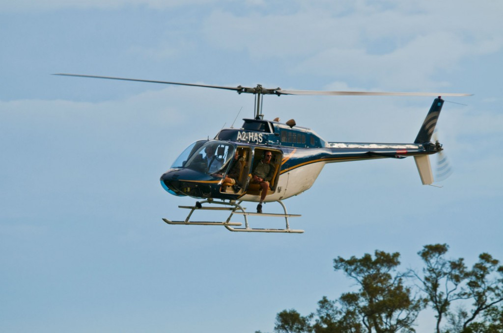 Heliopter-in-Flight-w3000-h1000