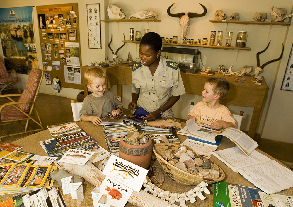 Children-in-Discovery-Room-2