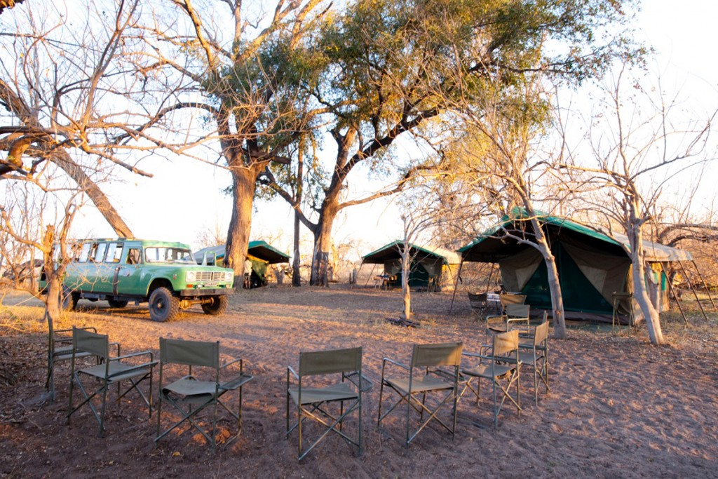 Penduka-Safaris-mobile-tented-camp-with-luxury-Meru-tents
