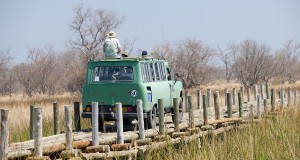 Penduka-Safaris-vehicle-INTERNATIONAL-crossing-bridge